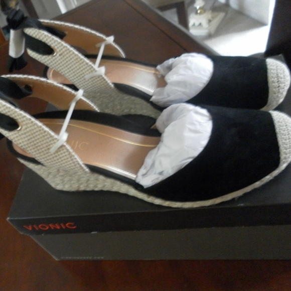 8c43e956cb4 New Vionic Black Aruba Maris Wedge NWT